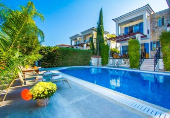 5 bedroom Villa for rent in Latchi