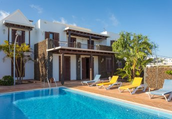8 bedroom Villa for rent in Tias