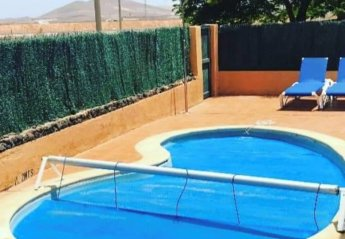2 bedroom Villa for rent in La Oliva