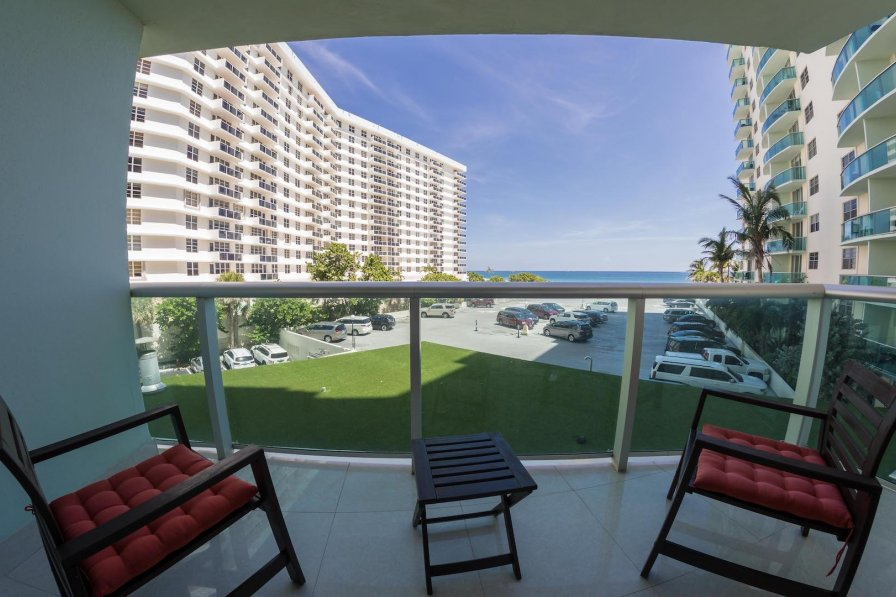 Apartment in USA, Hallandale Beach