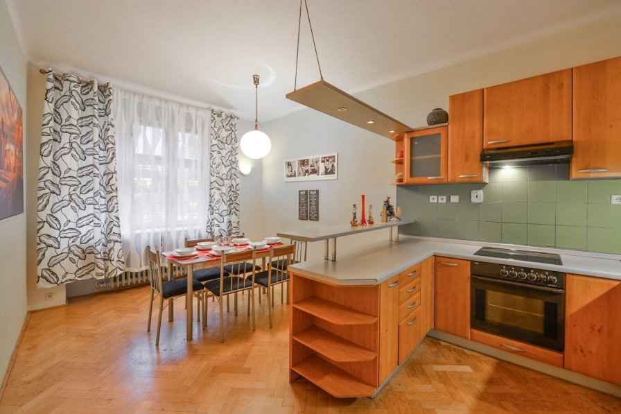 Owners abroad Family 4 Room Apartment 10 mins from City Center