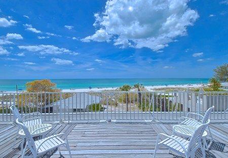 Apartment in Holmes Beach, Florida