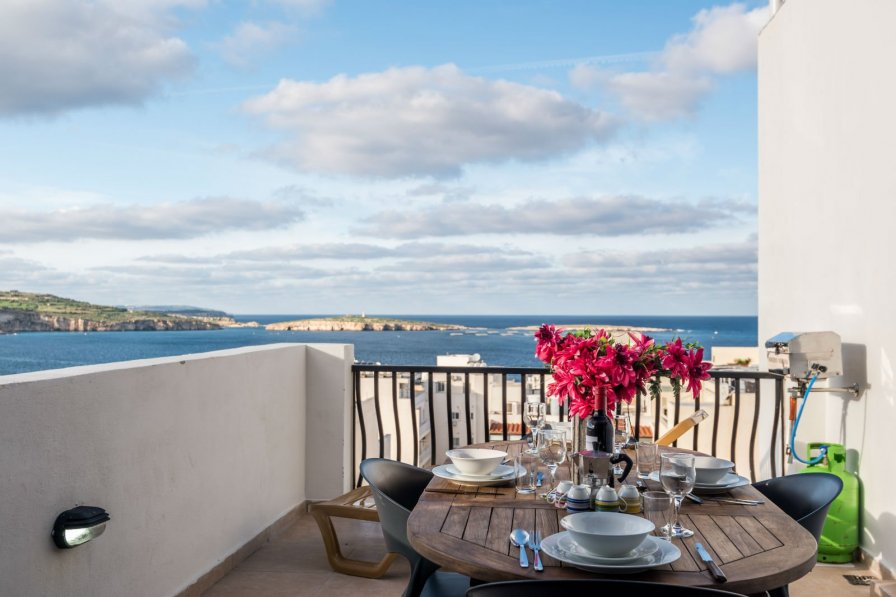 SeaShells Penthouse-Studio with Terrace and Sea Views in Bugibba