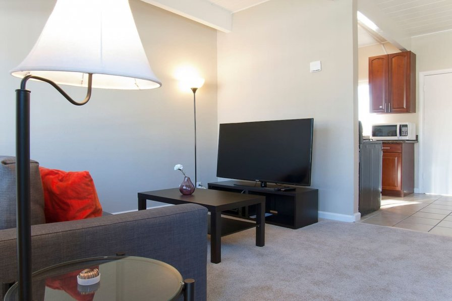Clean & Cozy 1BR/1BR Business and Travel Ready