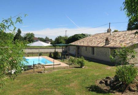 Villa in Saint-Antoine-du-Queyret, France