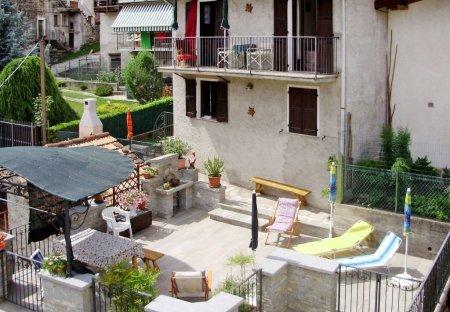 Villa in Livo, Italy