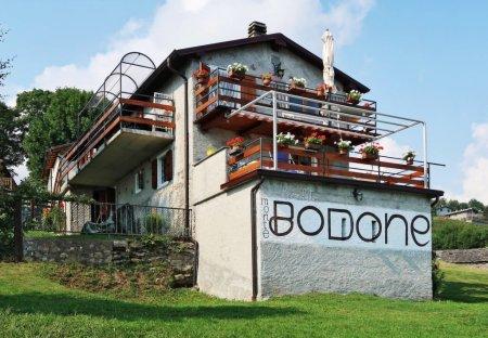 Apartment in Peglio, Italy