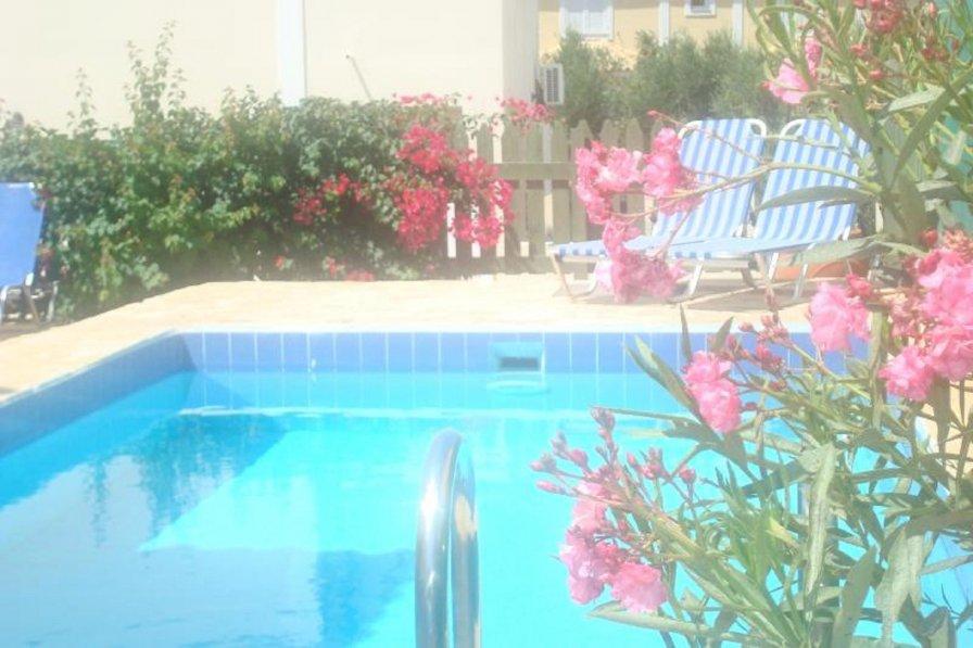 Villa in Greece, Varres