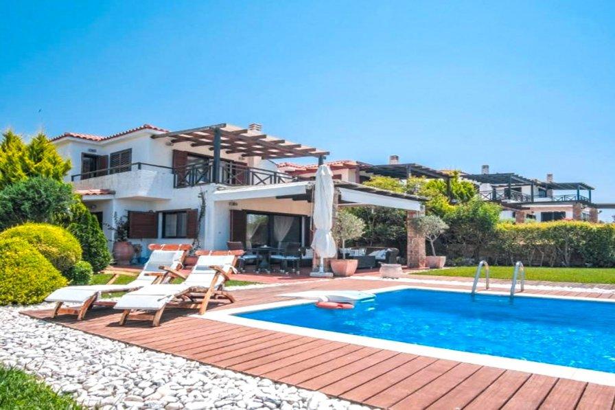 Luez Private Pool Villa, Elani