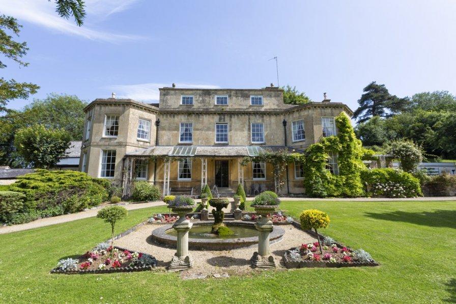 Chateau in United Kingdom, Dursley