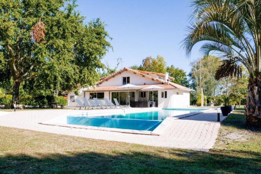 Villa in France, Bourg