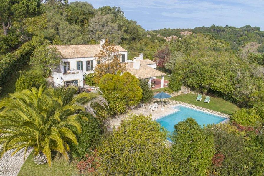Villa in Portugal, Assenta