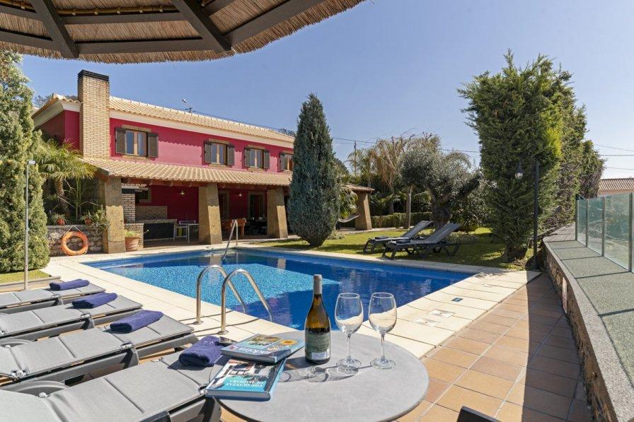 Villa in Portugal, Referta