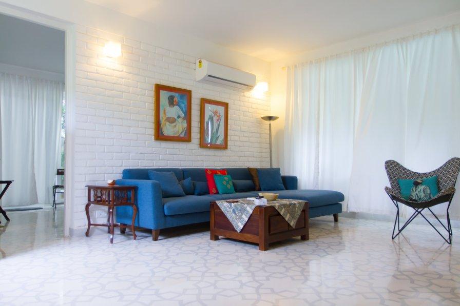 Apartment in India, Verem