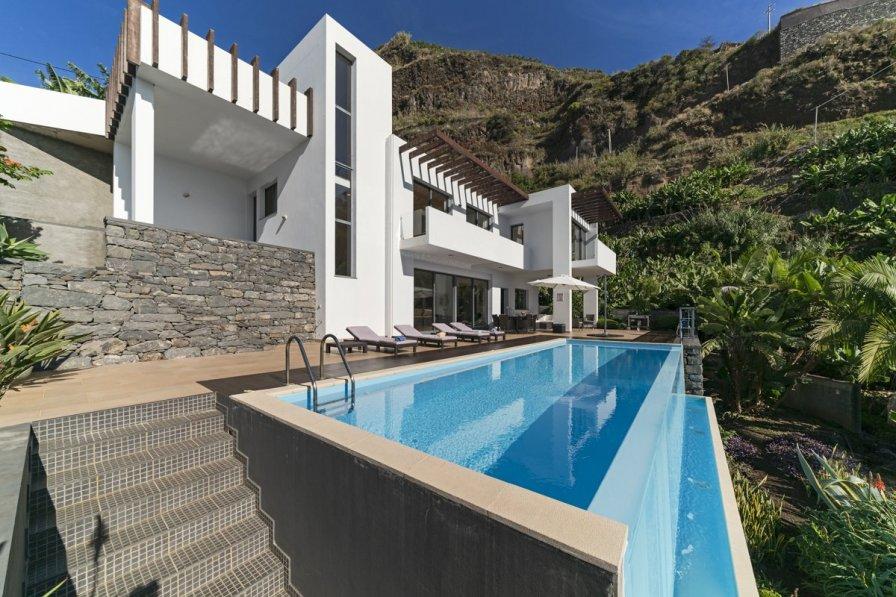 Villa in Portugal, Fajã