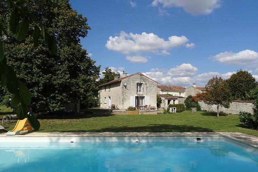 Villa in France, Aumagne