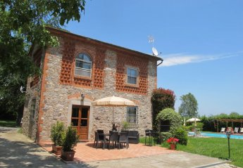 5 bedroom Villa for rent in Capannori