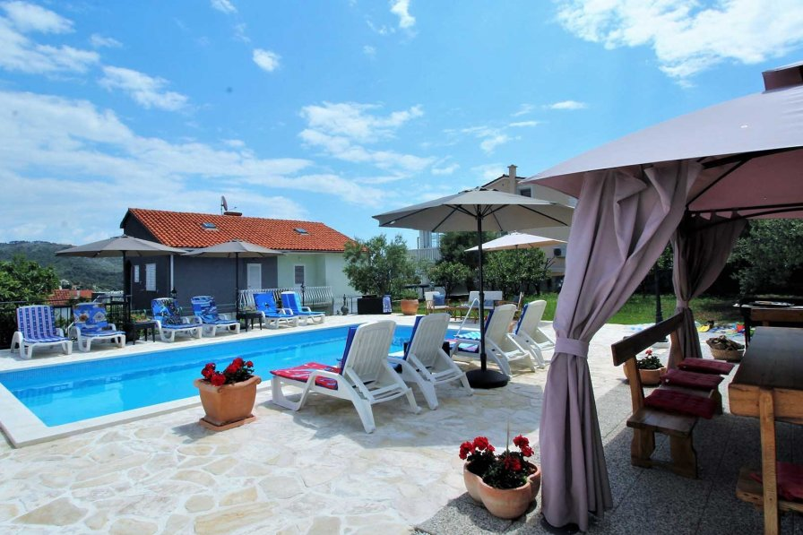 Charming holiday house Reni with pool for 10 persons