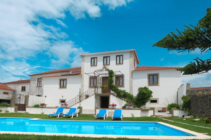 Ferienhaus mit Pool BQR100 Barcelos