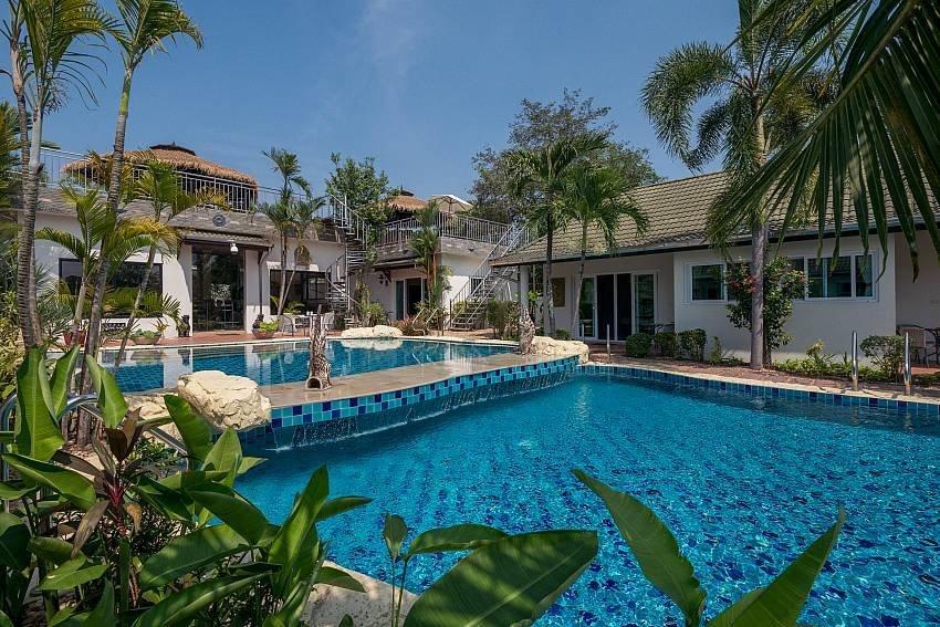 Phoenix Luxury Resort | 6 Bedrooms Thai Resort at Phoenix Golf Pa