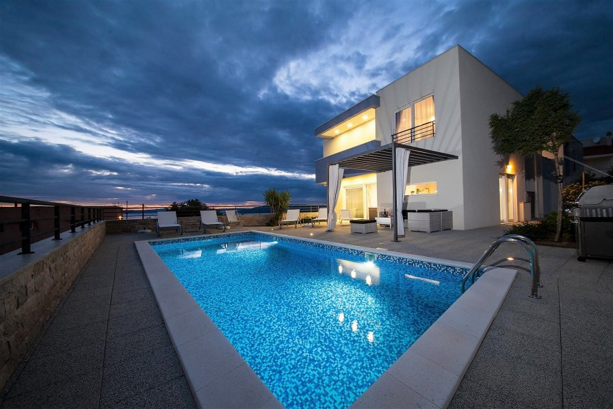 Luxury Villa Red Silk with Heated Pool