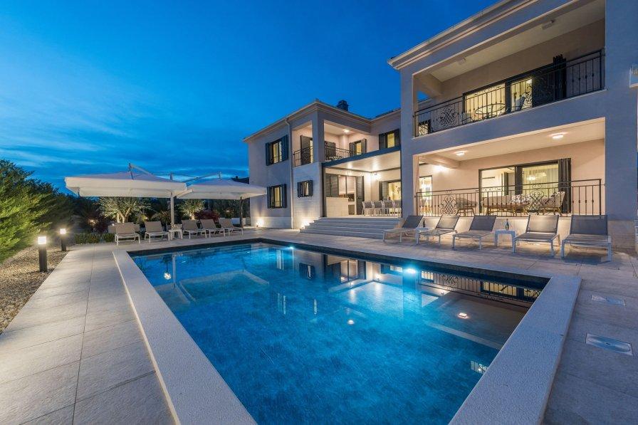 Villa Garden Dream with Heated Pool