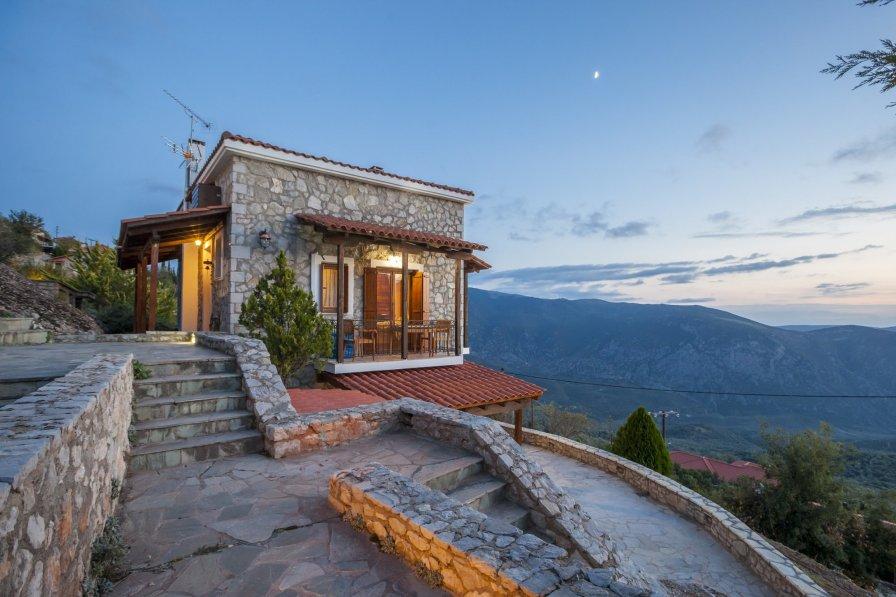 Delphi chalet to rent