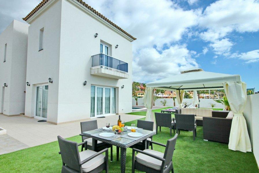 Bright and new 4-bed villa in Costa Adeje