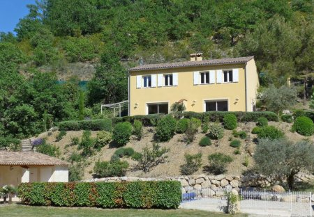 Villa in Les Pilles, France