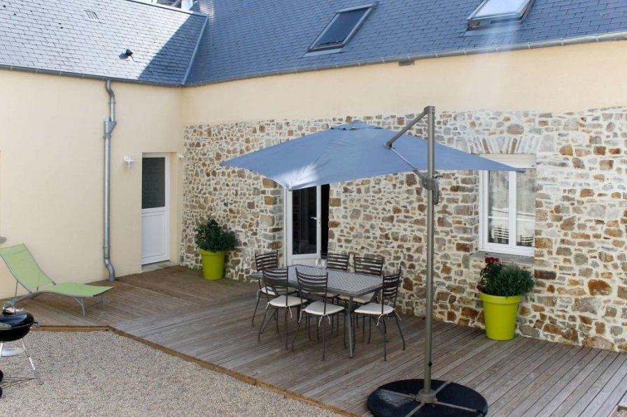 Villa in France, Créances