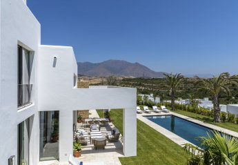 5 bedroom Villa for rent in Casares