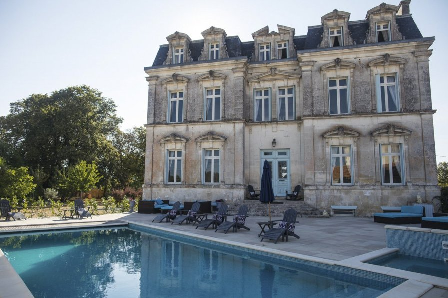 Chateau in France, Aulnay