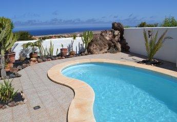 2 bedroom Villa for rent in La Oliva