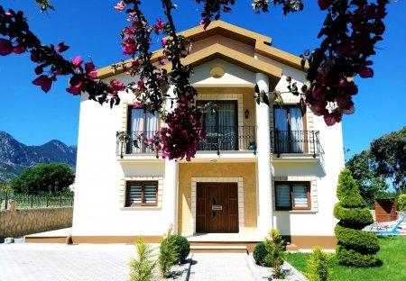 Villa in Lapta, Cyprus