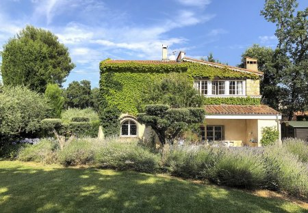 Villa in Le Village-Valbonne, the South of France