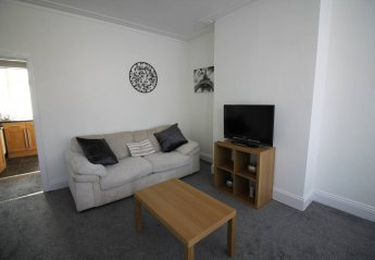 2 bedroom Villa for rent in Leeds