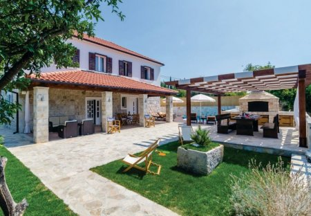 Villa in Zastolje, Croatia