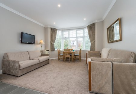 Apartment in Brondesbury Park, London