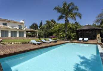 7 bedroom Villa for rent in San Roque