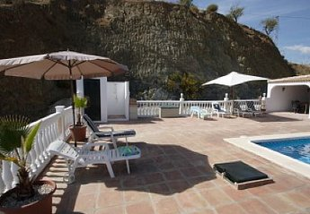 Villa in Spain, Colmenar: Outside patio area with shower and toilet