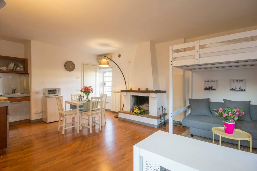 Hintown Central Loft with Terrace