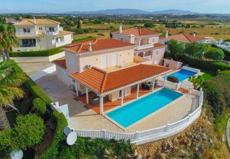Villa in Vale da Lama, Algarve