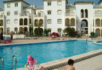 Apartment in Spain, La Zenia Beach: Luxurious 3 bedroomed apartment with balcony.