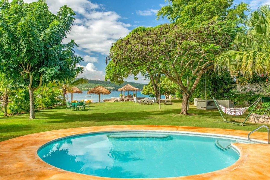 Owners abroad Raeni Lodge