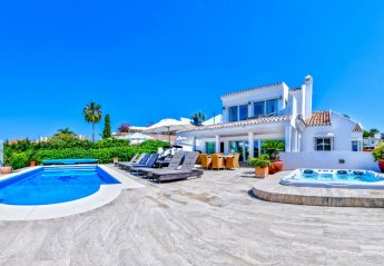6 bedroom Villa for rent in Las Chapas