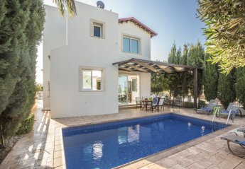 4 bedroom Villa for rent in Pernera