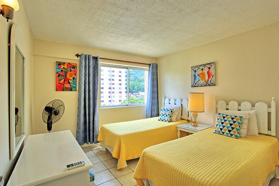 Owners abroad Ocho Rios apartment to rent