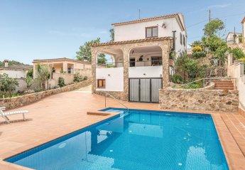 6 bedroom Villa for rent in Vidreres