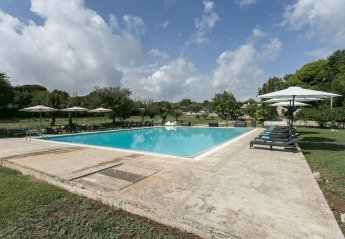 6 bedroom Villa for rent in Noto