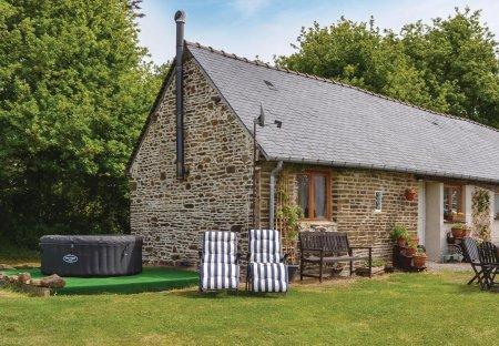 Villa in Fougerolles-du-Plessis, France